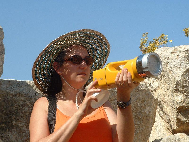 Paola De Nuntiis_Campionamento sotto il sole maltese.JPG